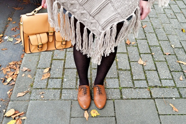 caro-poncho-point-carre-chaussures