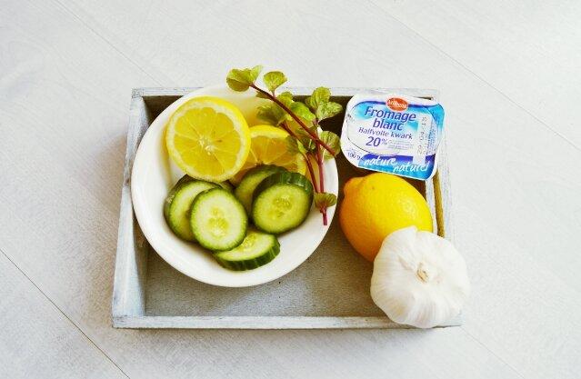 ingrédients-Soupe-froide-au-concombre-et-à-la-menthe