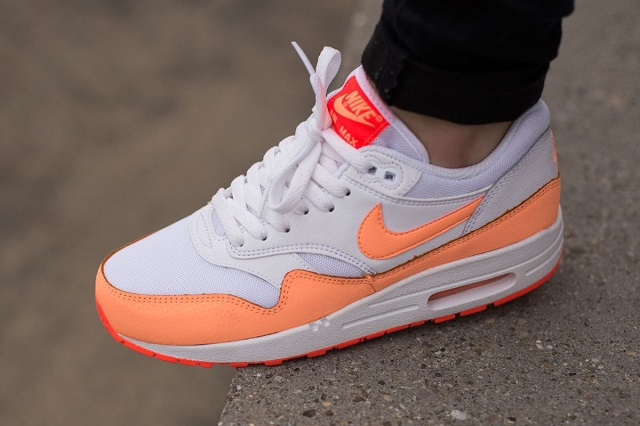 nike-wmns-air-max-1-essential-sunset-glow-3